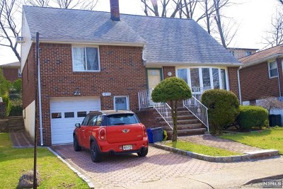Fort Lee Single Family Home For Sale: 1054 Harvard Place