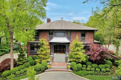 Englewood Cliffs Single Family Home For Sale: 241 Lyncrest Road