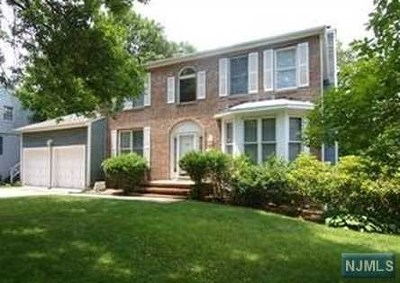 Englewood Single Family Home For Sale: 566 Ridgeland Terrace