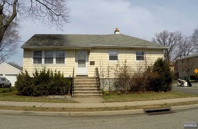 Elmwood Park Single Family Home For Sale: 121 North Street