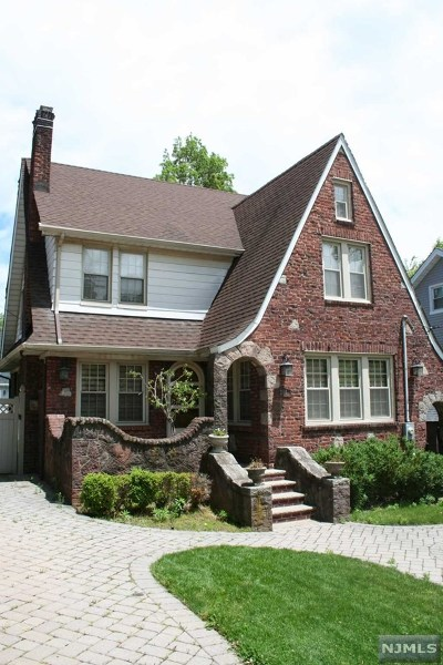 Teaneck Single Family Home For Sale: 201 Sherman Avenue