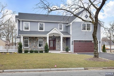 Paramus Single Family Home For Sale: 582 Green Valley Road