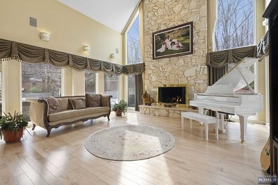 Passaic County Single Family Home For Sale: 59 Dorothy Drive