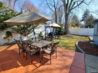 Bergenfield Single Family Home For Sale: 24 Anderson Avenue