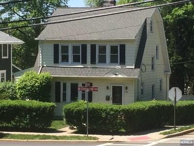 Leonia Single Family Home For Sale: 258 Glenwood Avenue