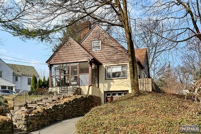Glen Rock Single Family Home For Sale: 27 Oak Knoll Road