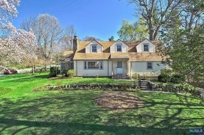 Ridgewood Single Family Home For Sale: 51 Monte Vista Avenue