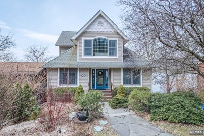 West Milford Single Family Home For Sale: 33 Lake Park Terrace