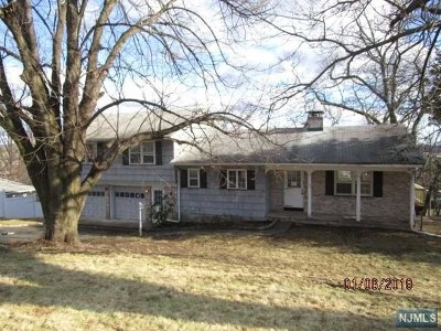Hawthorne Single Family Home For Sale: 108 North Watchung Drive
