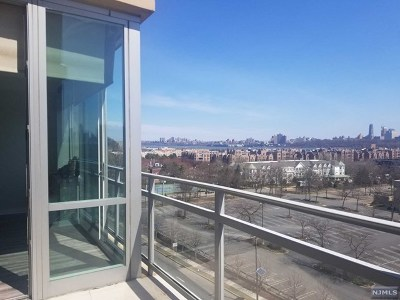 Edgewater Condo/Townhouse For Sale: 916 Hudson Park