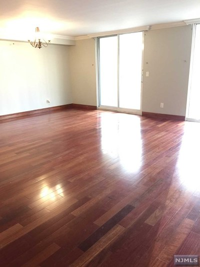 Edgewater Condo/Townhouse For Sale: 1055 River Road #302
