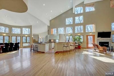 Franklin Lakes Single Family Home For Sale: 821 Lenel Lane