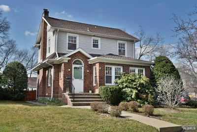 Ridgewood Single Family Home For Sale: 546 Linwood Avenue