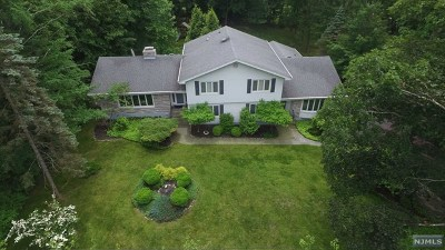 Upper Saddle River Single Family Home For Sale: 34 Rolling Ridge Road