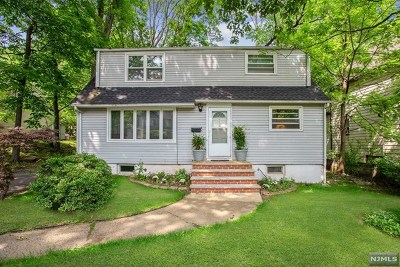 Teaneck Single Family Home For Sale: 209 Manhattan Avenue