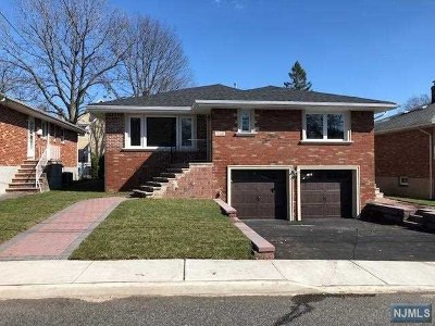 Fort Lee Single Family Home For Sale: 1068 Fairview Lane