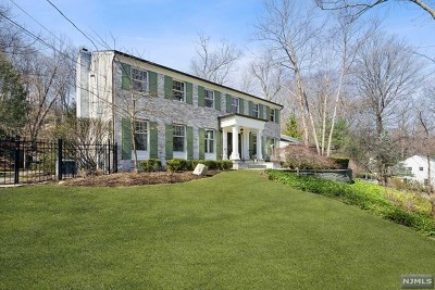 Franklin Lakes Single Family Home For Sale: 679 Cheyenne Drive