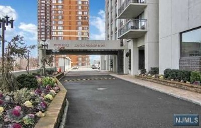 Fort Lee Condo/Townhouse For Sale: 200 Old Palisade Road #Th5