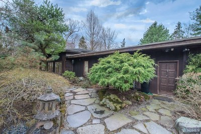 Wayne Single Family Home For Sale: 1262 Pines Lake Drive