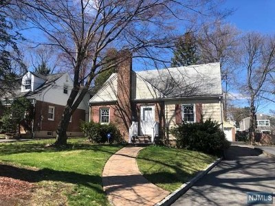Tenafly Single Family Home For Sale: 149 Columbus Drive