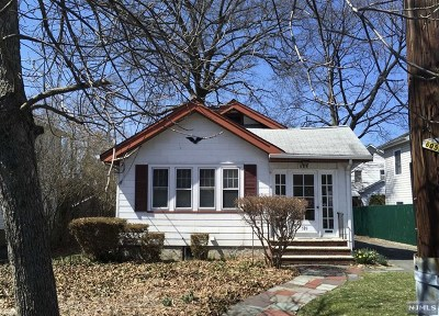 Maywood Single Family Home For Sale: 589 Oak Avenue