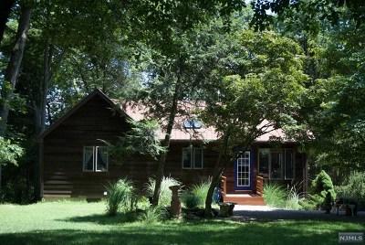 Pompton Lakes Single Family Home For Sale: 121 Hemlock Road