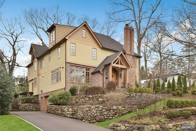 Ridgewood Single Family Home For Sale: 886 Hillcrest Road