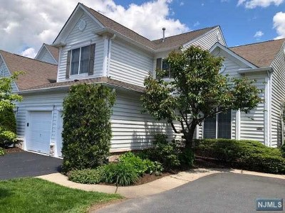 Paramus Condo/Townhouse For Sale: 26 Thistle Drive