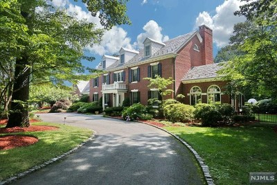 Franklin Lakes Single Family Home For Sale: 737 Oneida Trail