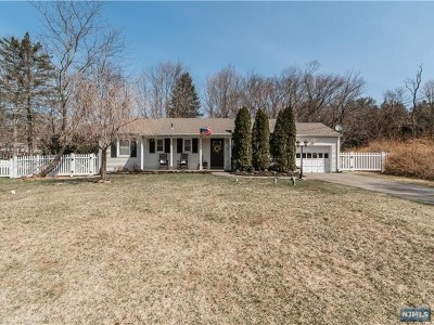 West Milford Single Family Home For Sale: 14 Post Place