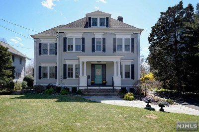 Ridgewood Single Family Home For Sale: 494 Hanks Avenue