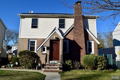 Teaneck Single Family Home For Sale: 129 Circle Drive Way