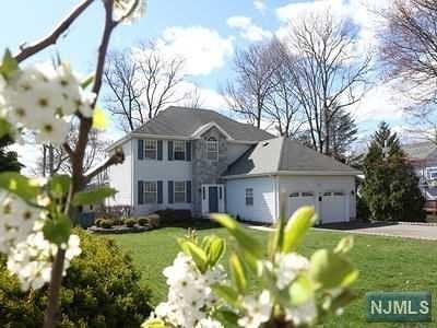 Mahwah Single Family Home For Sale: 64 Wagon Trail