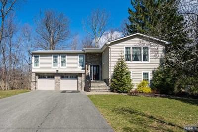 Mahwah Single Family Home For Sale: 43 Brookwood Drive