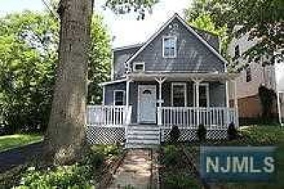 Teaneck Single Family Home For Sale: 527 Center Place
