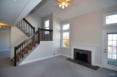 Englewood Condo/Townhouse For Sale: 21 Fox Run Drive