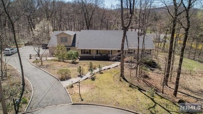 Franklin Lakes Single Family Home For Sale: 744 Paiute Place