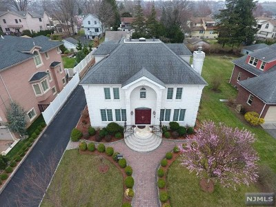 Ridgefield Single Family Home For Sale: 560 Prospect Avenue