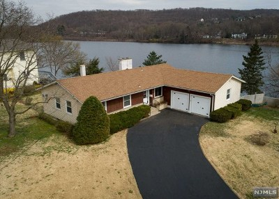 Pompton Lakes Single Family Home For Sale: 112 Park Place