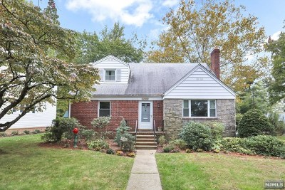 Teaneck Single Family Home For Sale: 1382 Hudson Road