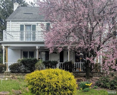Teaneck Single Family Home For Sale: 1361 Academy Lane