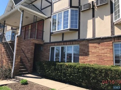 Hackensack Condo/Townhouse For Sale: 33 Henry Place #A2