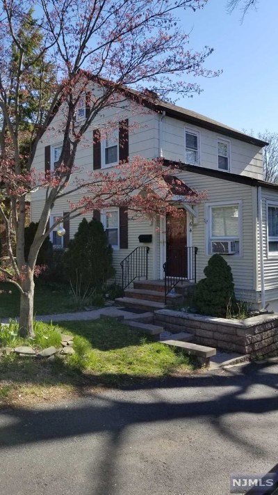 River Edge Single Family Home For Sale: 164 Kinderkamack Road