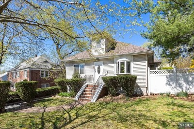 Teaneck Single Family Home For Sale: 537 Beverly Road