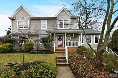 Cresskill Single Family Home For Sale: 50 Heatherhill Road