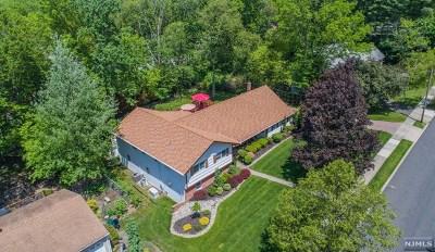 Wayne Single Family Home For Sale: 48 Tall Oaks Drive