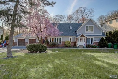Paramus Single Family Home For Sale: 543 Burlington Street