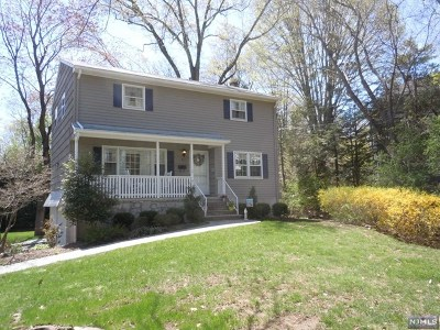 Allendale NJ Single Family Home For Sale: $699,000
