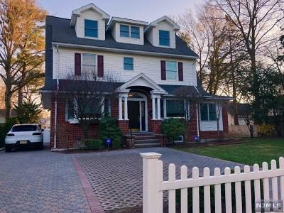 Ridgewood Single Family Home For Sale: 516 Linwood Avenue