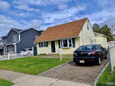 Saddle Brook Single Family Home For Sale: 133 Colonial Avenue
